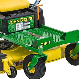 Aufsitzrasenmäher John Deere Z335E Komfortable Fahrerplattform