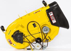 Aufsitzrasenmäher John Deere Z335E Oberseite des 107 cm (42 Zoll) Accel Deep-Mähwerks (Mähwerk der Rasentraktoren der Serie X300 abgebildet)