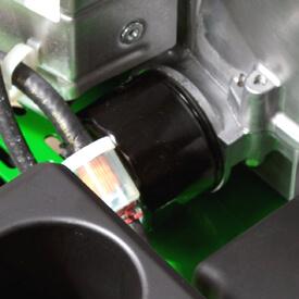Aufsitzrasenmäher John Deere Z345M Kraftstoff- und Ölfilter auswechselbar