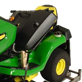 Rasentraktor John Deere X350R Grasfangbehälter in den Traktor gelegt