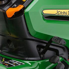 Rasentraktor John Deere X350R Feststellbremse