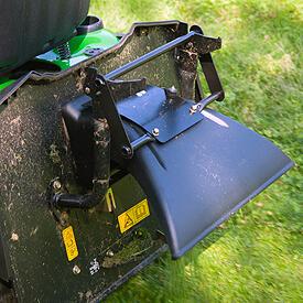 Rasentraktor John Deere X350R Schwadblech für den Heckanbau