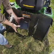Rasentraktor John Deere X350R Schacht kann bei Bedarf leicht demontiert