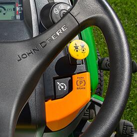 Aufsitzrasenmäher John Deere X 370 elektrische Zapfwelle