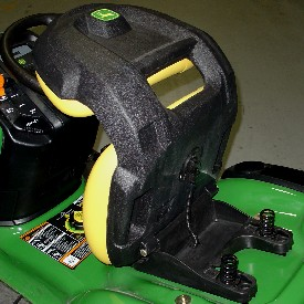 Aufsitzrasenmäher John Deere X 370 Sitzfederung