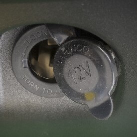 Rasentraktor John Deere X380 12 V-Steckdosenkit