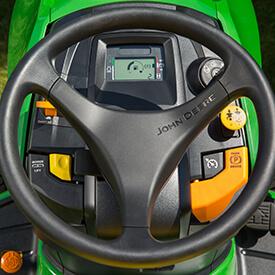 Aufsitzrasenmäher John Deere X590 Armaturenbrett des Rasentraktors X590, kein Choke nötig