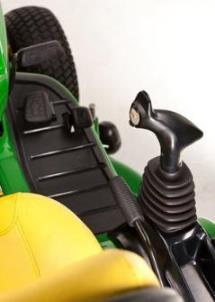 Aufsitzrasenmäher John Deere X950R Ergonomischer Multifunktionshebel zur Bedienung aller Hydraulikfunktionen