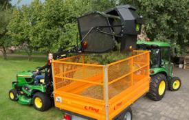Aufsitzrasenmäher John Deere X950R Mit seinem Grasfangbehälter für Hochentleerung